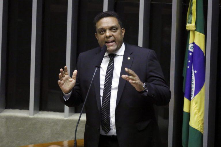 Deputado Otoni de Paula discursa no Plenário da Câmara