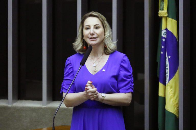 Deputada Jaqueline Cassol discursa no plenário