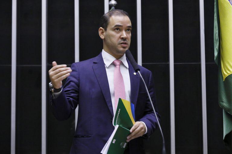 Deputado Vicentinho Júnior discursa no Plenário da Câmara