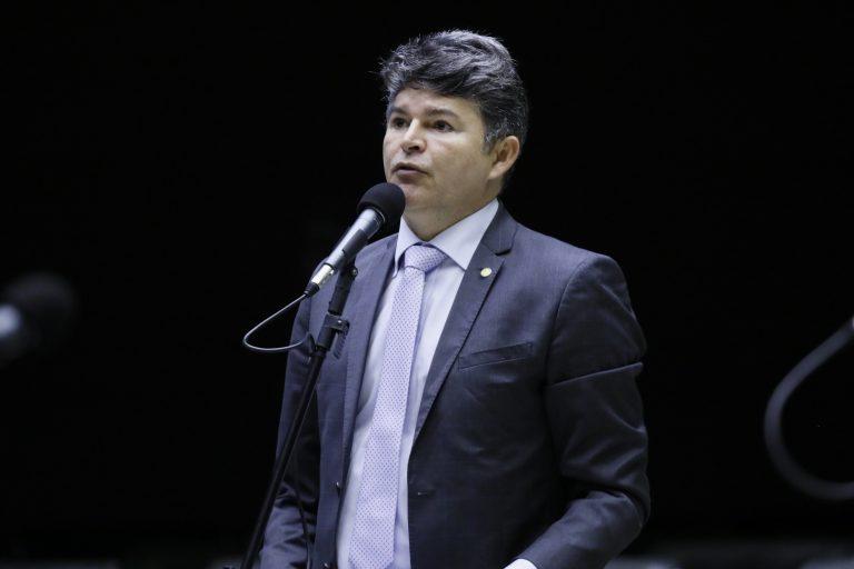 Deputado José Medeiros discursa no Plenário da Câmara