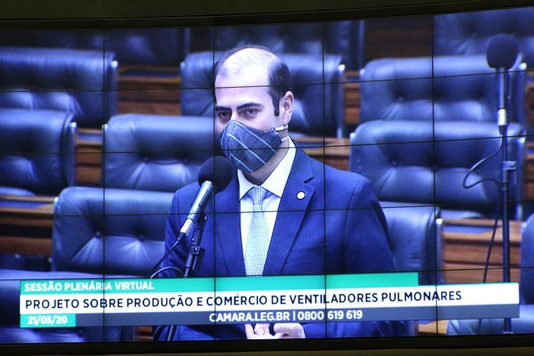 Deputado Carlos Chiodini discursa durante votação no Plenário da Câmara