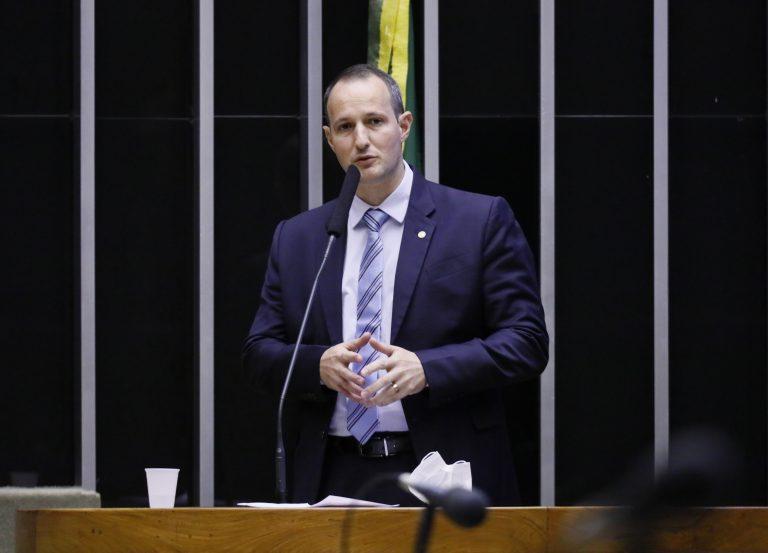 Deputado Guilherme Derrite discursa no Plenário da Câmara