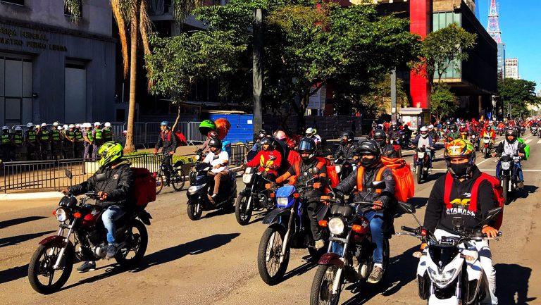 Trabalho - geral - manifestações protestos entregas delivery motoboys motoqueiros aplicativos exploração (entregadores protestam por melhores condições de trabalho em 1/7/20, São Paulo-SP)