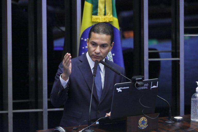 Deputado Marcos Pereira discursa no Plenário