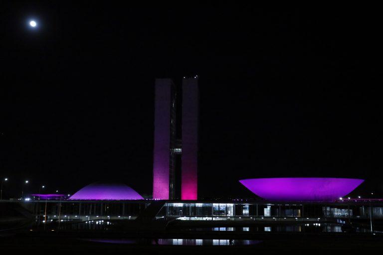 Congresso iluminado em homenagem ao Outubro Rosa