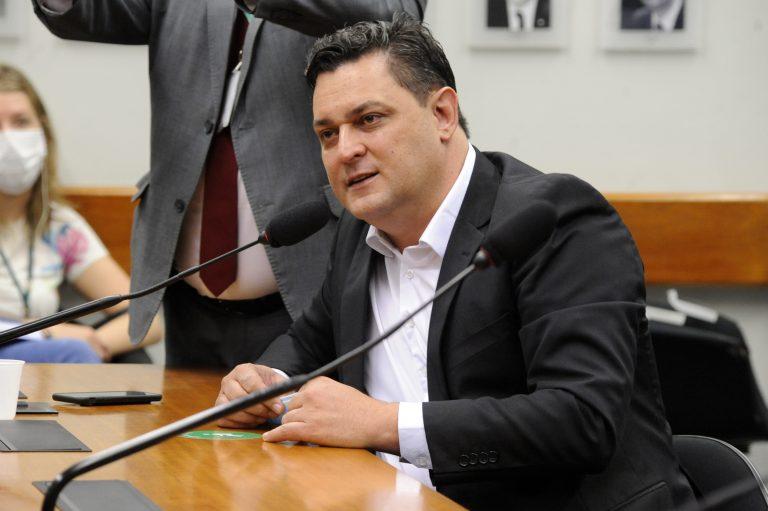 Dep. Geninho Zuliani (DEM - SP) em reunião de comissão