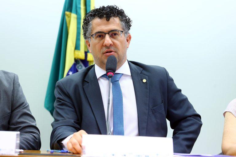 """Audiência Pública - Tema: """"A importância da FURP na produção, pesquisa, desenvolvimento e distribuição de medicamentos populares"""". Dep. Alencar Santana Braga (PT - SP)"""