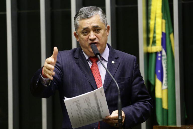 Deputado José Guimarães discursa no Plenário da Câmara