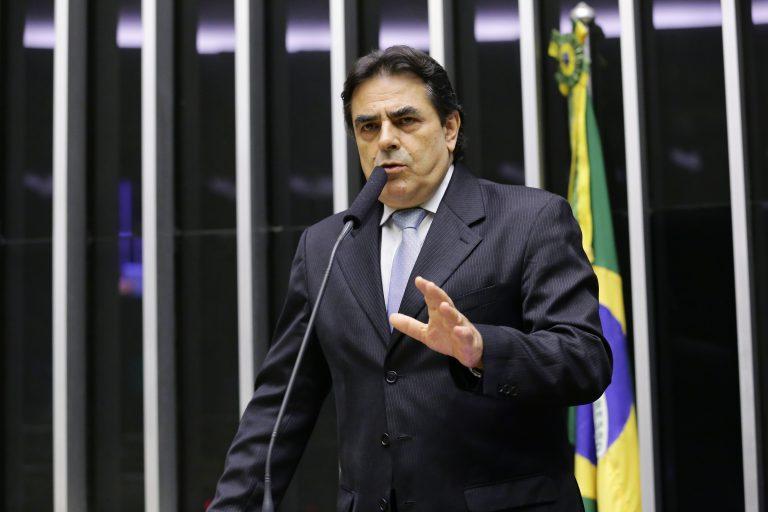 Deputado Domingos Sávio discursa no Plenário da Câmara
