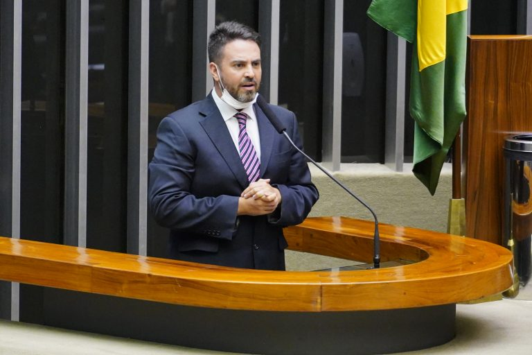Deputado Léo Moraes discursa no Plenário da Câmara