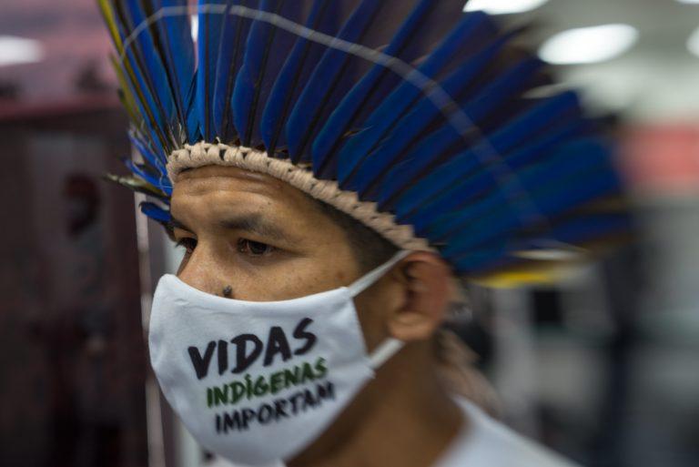 Saúde - doenças - coronavírus pandemia índios testagem (vacinação de indígenas contra influenza e testes de Covid-19 no Parque das Tribos, Manaus-AM)