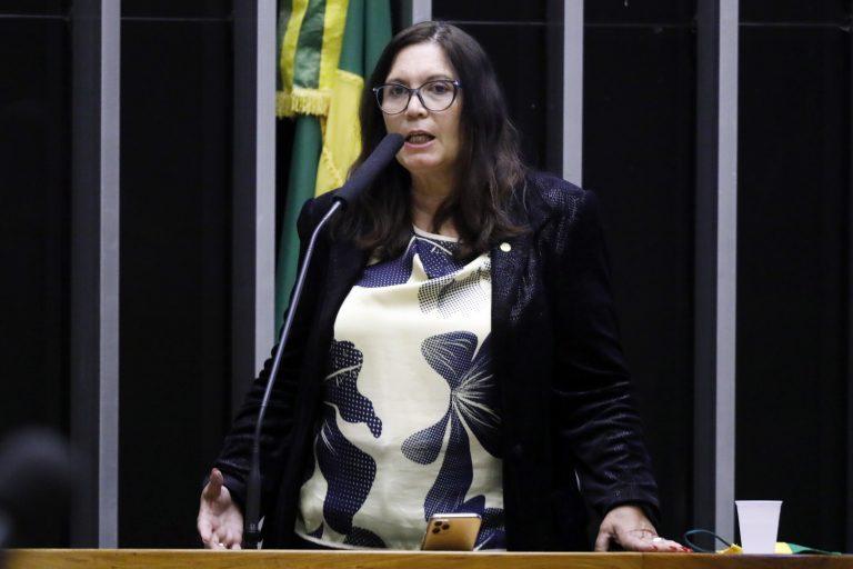 Deputada. Bia Kicis discursa no Plenário da Câmara