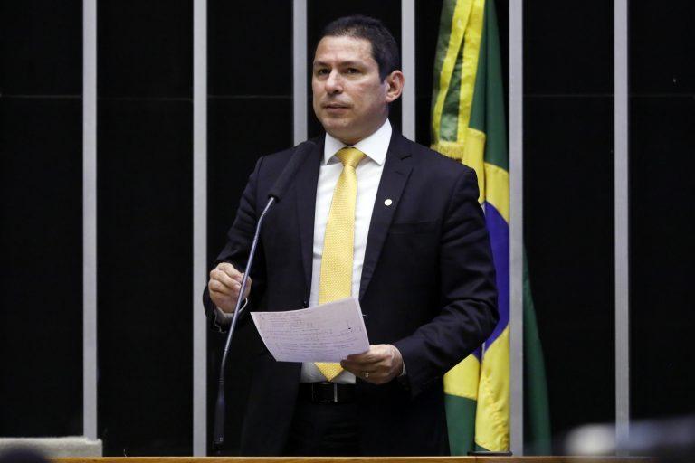 deputado Marcelo Ramos discursa no plenário