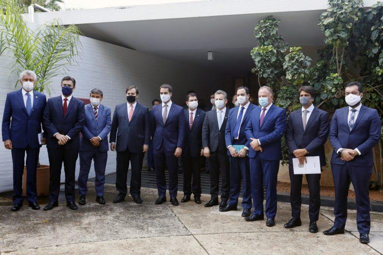 Governadores de estados das cinco regiões do país se reúnem com o presidente da Câmara dos Deputados, Rodrigo Maia (DEM-RJ), para tratar da vacina contra o novo coronavírus