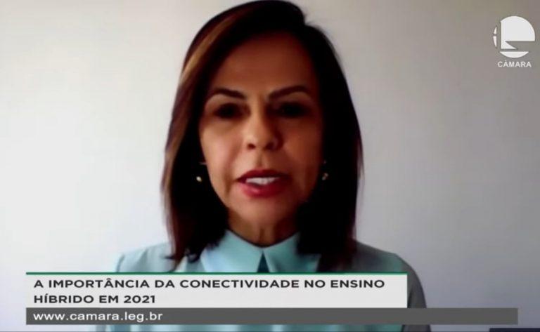 Professora Dorinha Seabra Rezende em debate sobre a conectividade nas escolas