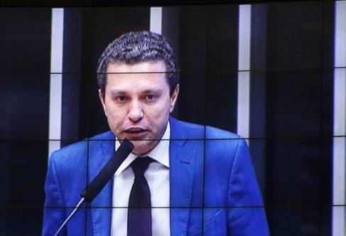 Dep. Fausto Pinato (PP - SP) no telão de sessão virtual do Plenário