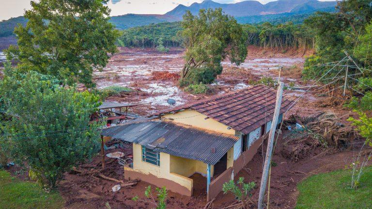 Cidades - catástrofes - barragem Vale Brumadinho-MG destruição mineração acidentes desastres