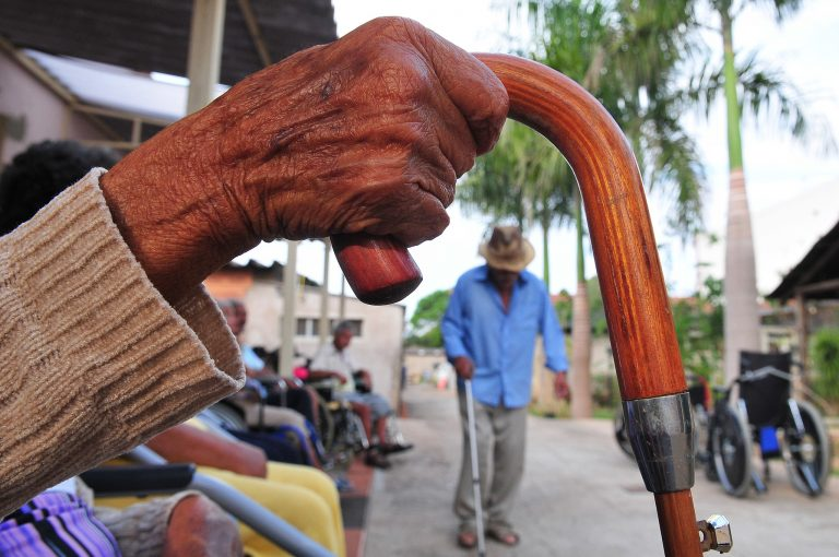 Assistência Social - geral - asilos idosos terceira idade (Lar dos Velhinhos Bezerra de Menezes, Núcleo Bandeirante-DF, foto tirada em 30/9/15)