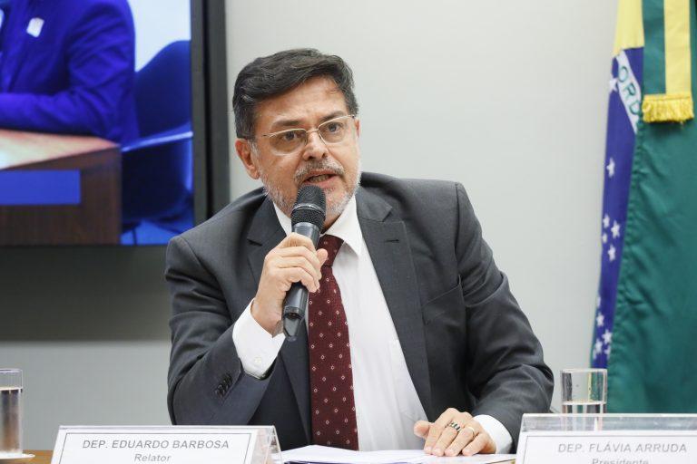 Deputado Eduardo Barbosa fala ao microfone
