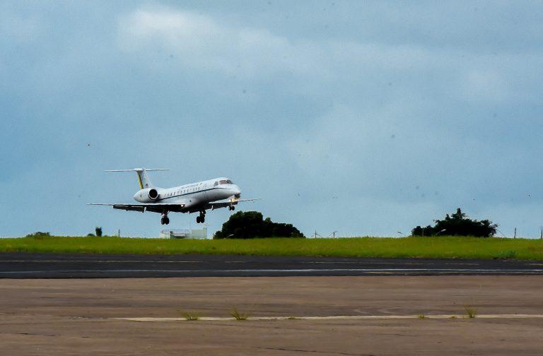 Transporte - aviação - aeroportos regionais avião aviões pequeno porte executivos (aeroporto de Uberaba-MG)
