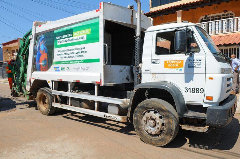 Caminhão de lixo para coleta seletiva de resíduos