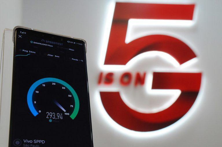 Equipamento mede a velocidade da internet num teste com a tecnologia 5G