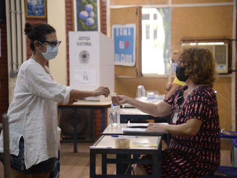 Eleilções - eleição - urna - Eleitores do Rio de Janeiro votam para prefeito no segundo turno das eleições de 2020