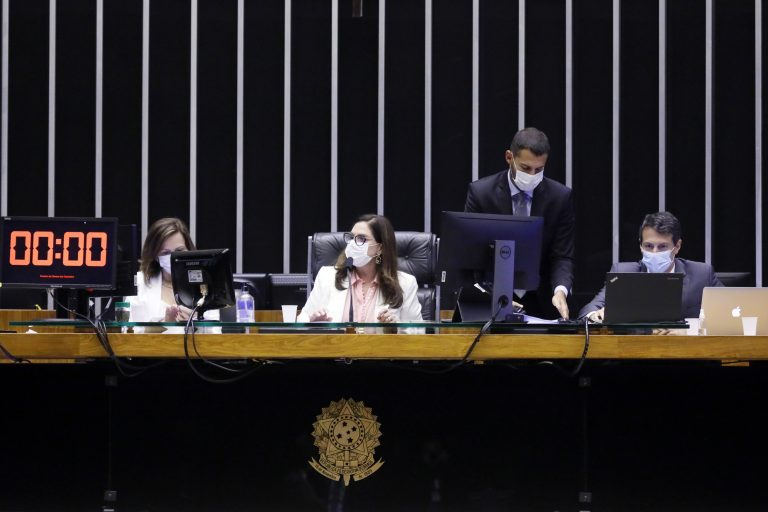 Votação de propostas legislativas. Primeira Secretária da Câmara dos Deputados, Soraya Santos (PL - RJ)