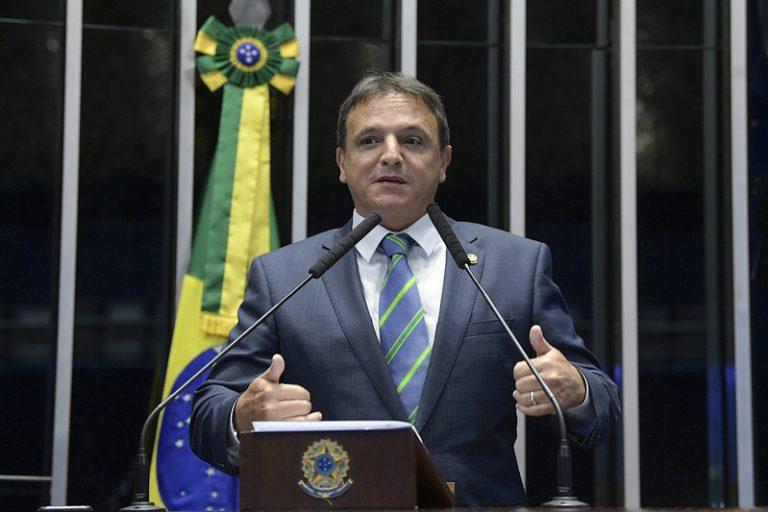 Senador Marcio Bittar discursa no plenário