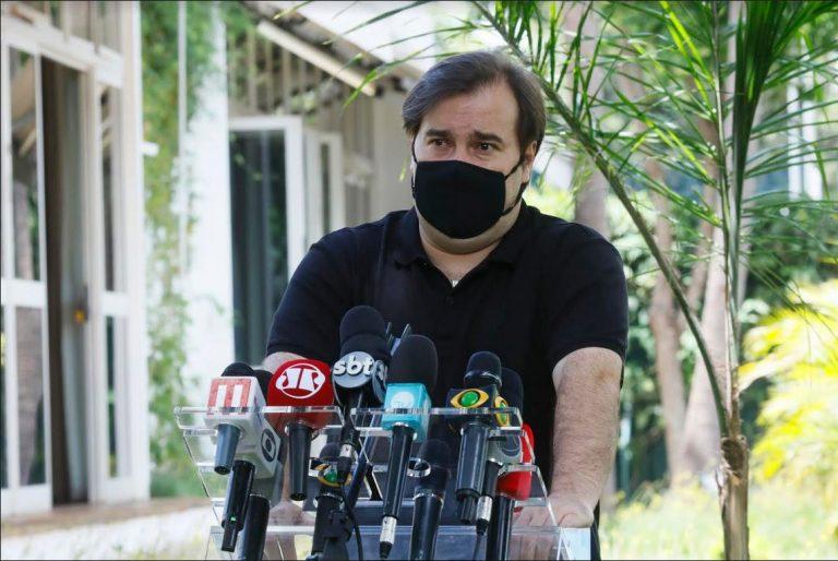 Deputado Rodrigo Maia concede entrevista