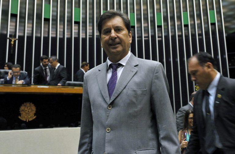 Entrega da Medalha Assembleia Nacional Constituinte - 25 anos da Constituição Federal de 1988. Prefeito da cidade de Aparecida de Goiânia, Maguito Vilela