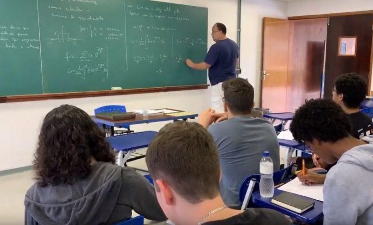 Educação - sala de aula - universidades faculdades universitários ensino superior aprendizagem