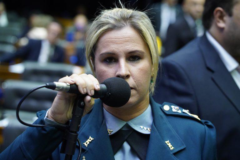 Deputada Major Fabiana discursa no Plenário da Câmara