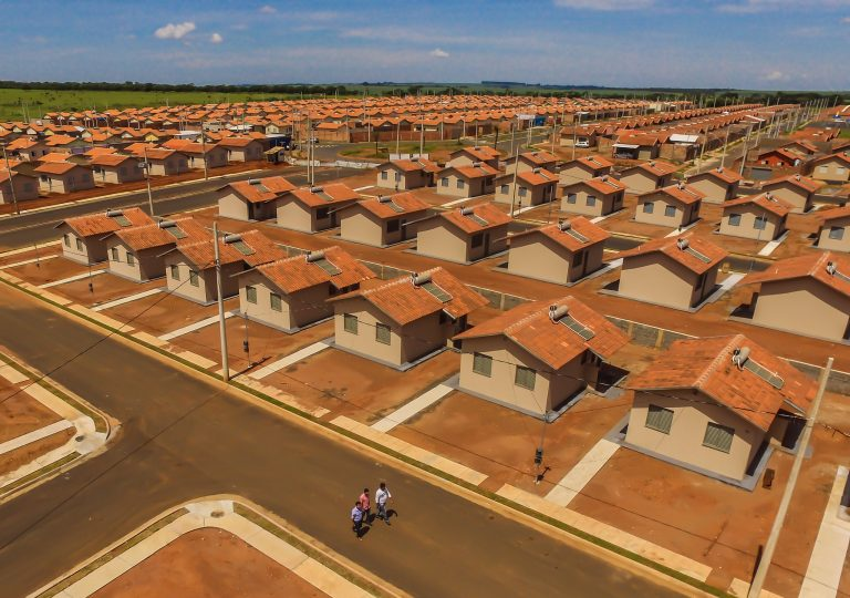 Habitação - casas - moradia popular conjuntos habitacionais déficit habitacional (Uberaba-MG)