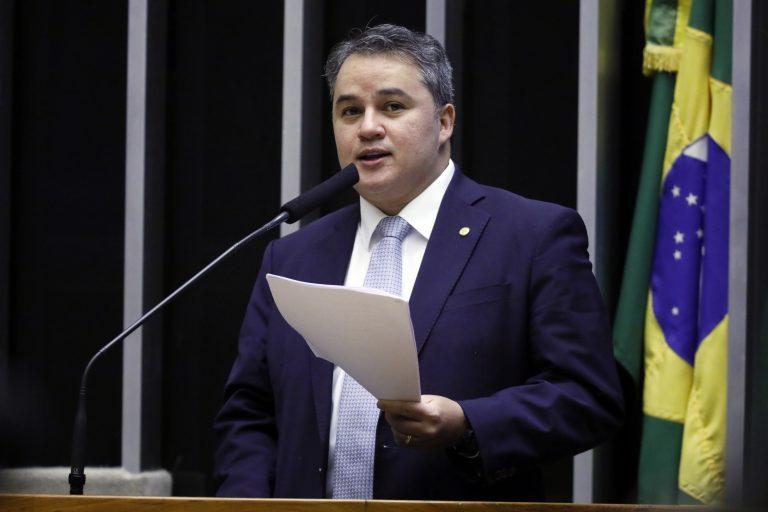 Deputado Efraim Filho dsicursa no Plenário da Câmara