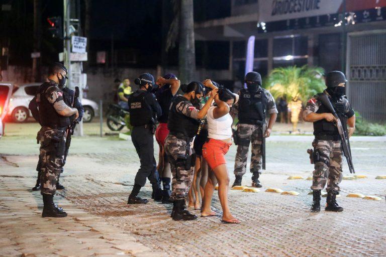 Segurança - policiais - abordagens combate ao tráfico drogas revistas policiamento policial rondas
