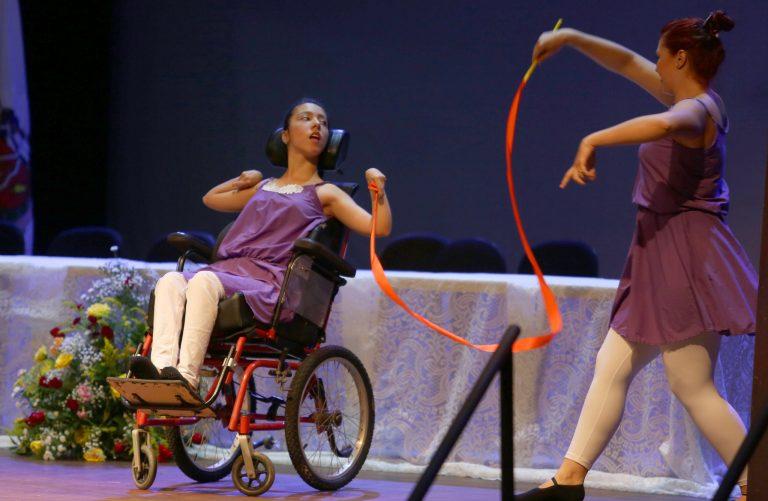 Direitos Humanos - deficientes - arte inclusão inclusiva dança paralisia cadeirantes cultura artistas (1° Congresso Regional da Pessoa com Deficiência, Uberaba-MG)