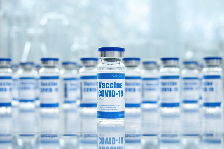 Saúde - coronavírus - vacina - vacinação - frascos de vacina