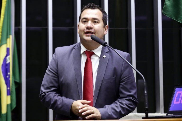 Deputado Ricardo Silva discursa no Plenário da Câmara