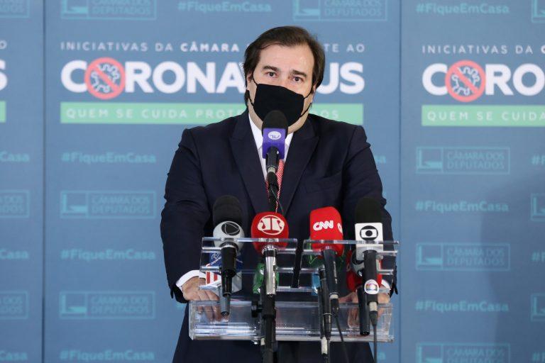 Deputado Rodrigo Maia concede entrevista coletiva