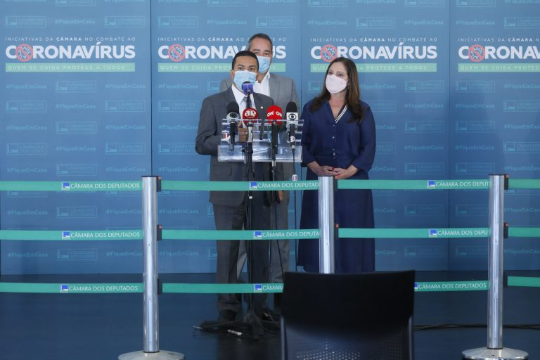 Deputados Marcos Pereira e Soraya Santos concedem entrevista coletiva