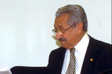 Economia - Orçamento - Deputado José Pimentel entrega parecer final do Orçamento ao senador José Maranhão