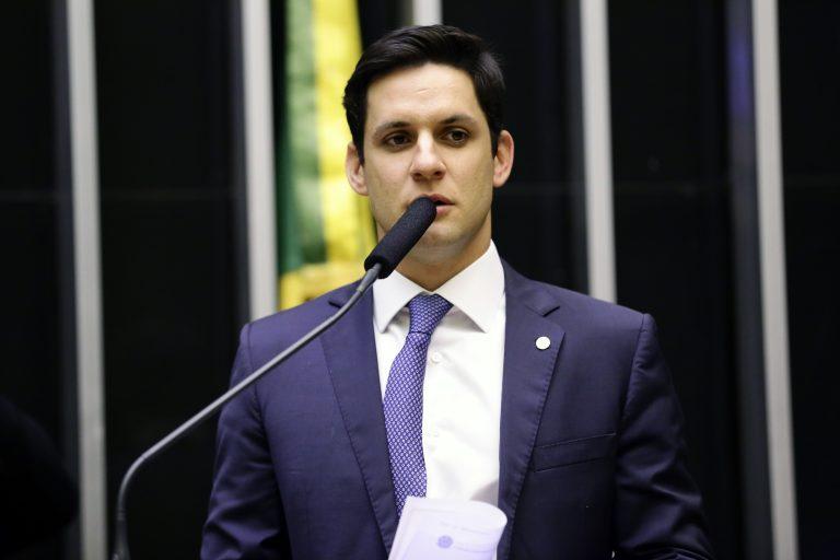 Deputado Rafael Motta discursa no Plenário da Câmara