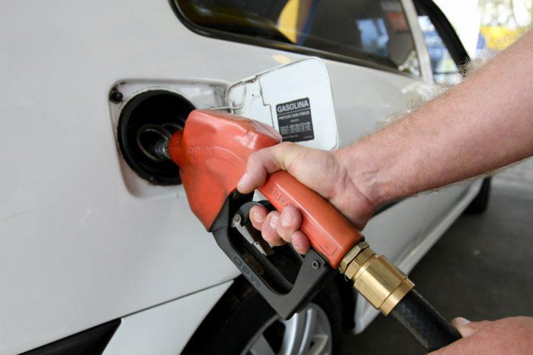 Energia - combustível - combustíveis fósseis gasolina abastecimento carros veículos frota postos