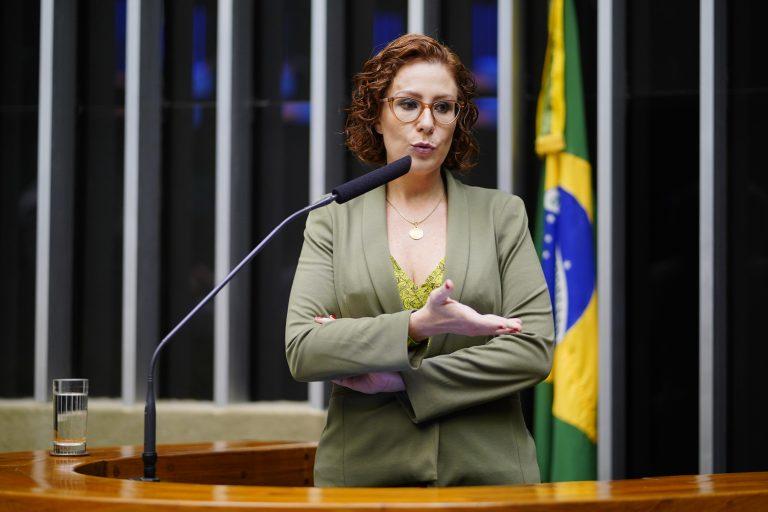Deputada Carla Zambelli discursa no Plenário da Câmara