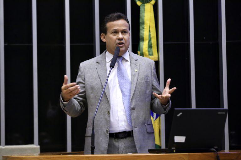 Deputado Neucimar Fraga discursa no Plenário da Câmara