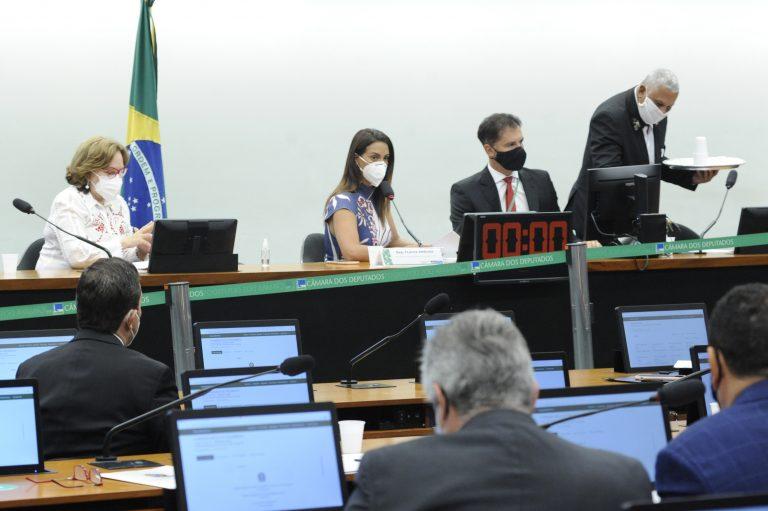 Discussão e Votação de Propostas. Sen. Zenaide Maia e Presidente da Comissão Mista de Orçamento, Flávia Arruda