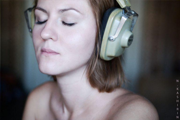 Cultura - geral - headphone ouvir audição música fones de ouvido