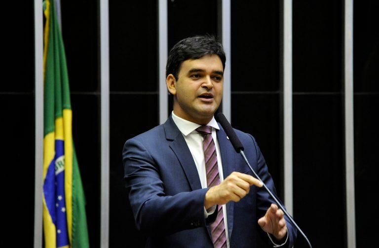 Deputado Rubens Pereira Júnior discursa no Plenário da Câmara
