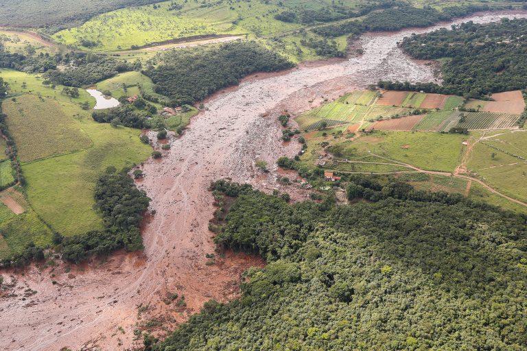 Cidades - catástrofes - rompimento barragem Brumadinho-MG desastres meio ambiente